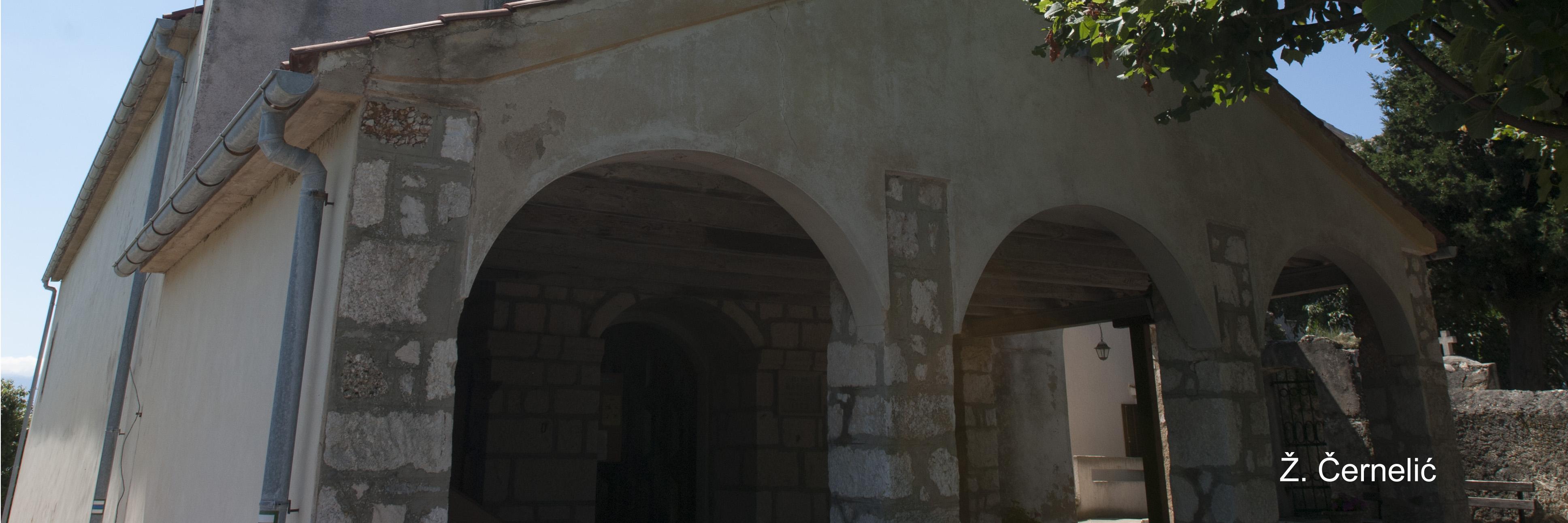 Ulaz u crkvu.